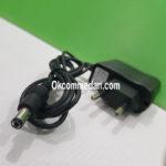 Adaptor dengan output 5 volt 1 ampere